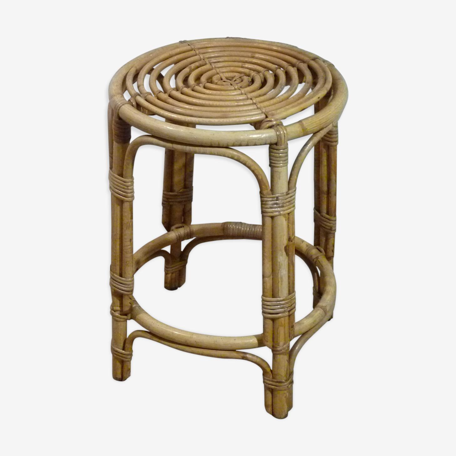 Pedestal table has rattan plant
