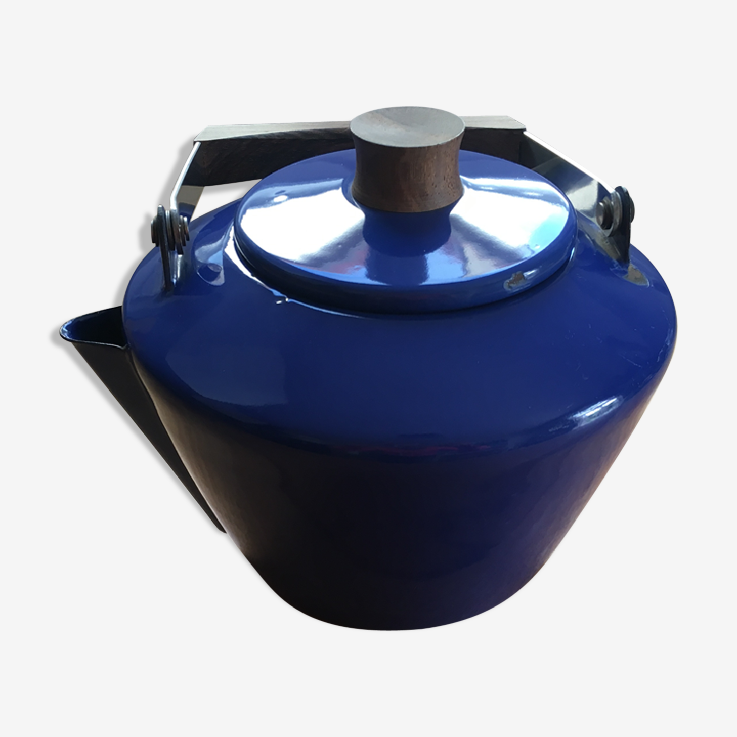 Enameled cast-iron kettle