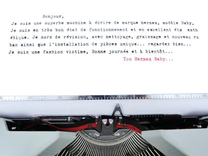 Machine à écrire Hermes baby verte iconic unique avec molette et pieds rouges vintage révisée ruban neuf