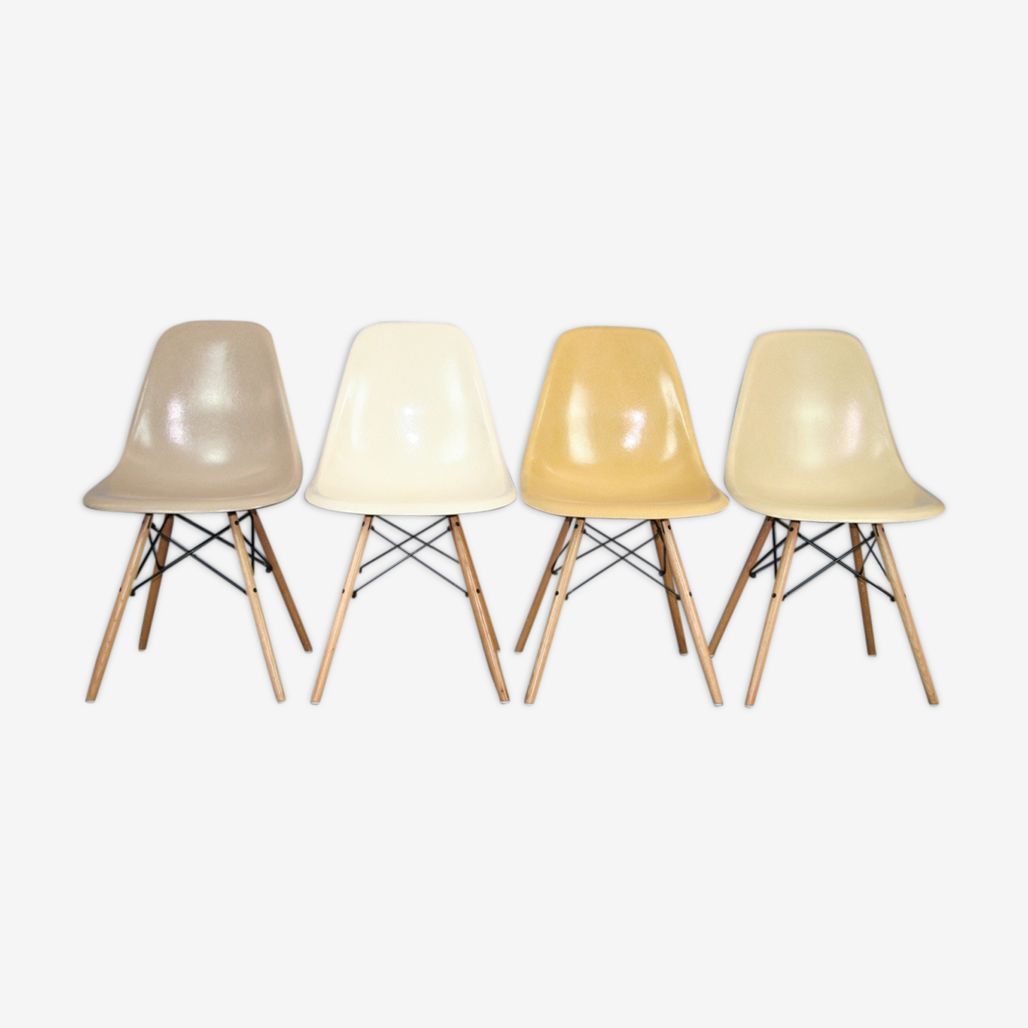 Lot 4 chaises DSW Charles Eames Herman Miller