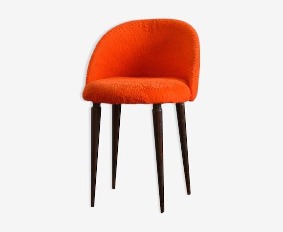 Chaise moumoute rouge vintage