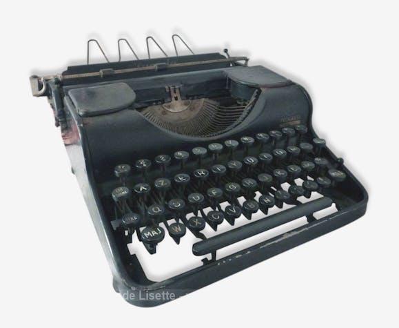 ancienne machine crire portable olympia m tal noir. Black Bedroom Furniture Sets. Home Design Ideas