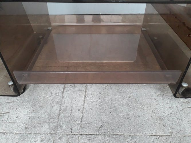 Table basse 1970 en plexi fumé