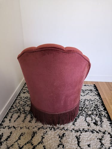 Fauteuil crapaud coquillage en velours rose