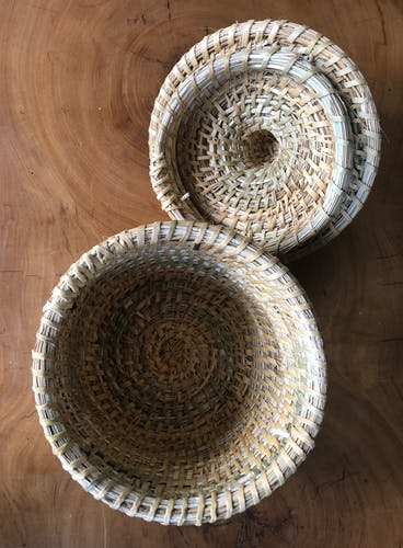 Round wicker basket with lid