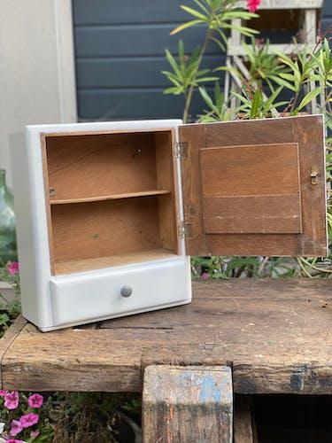 Armoire à pharmacie vintage en bois