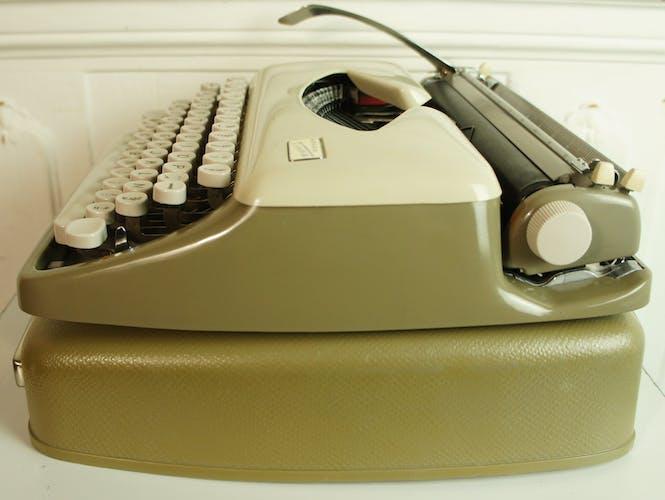 Machine à écrire Adler Tippa, importée d'Allemagne, vers 1960