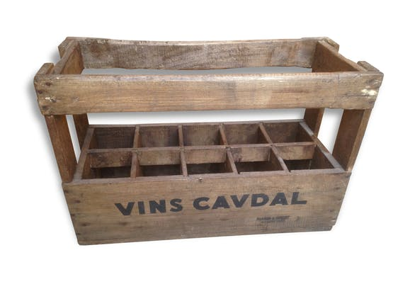 ancienne caisse a vin en bois restaur e vins cavdal 1967 vintage 10 bouteilles bois mat riau. Black Bedroom Furniture Sets. Home Design Ideas