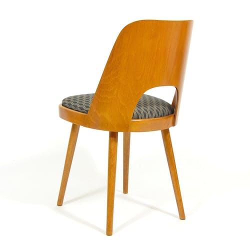 Chaise par Oswald Heardtl et fabriquée par Ton  années 1960