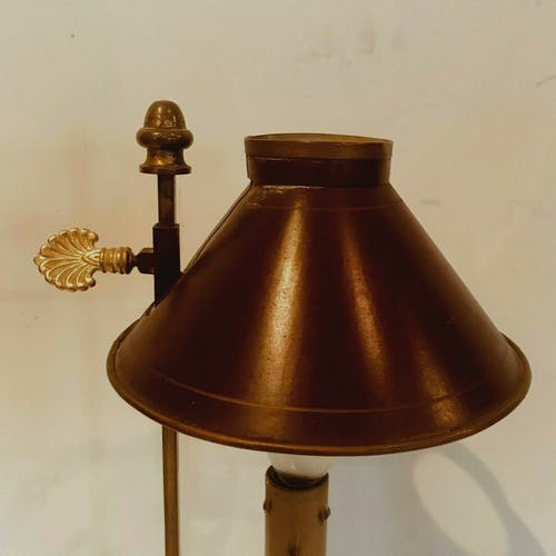Lampe de bureau de style Empire Bronze et abat jour en yole patinée XX siècle