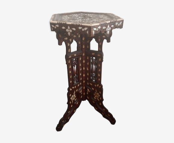 Guéridon tripode en bois sculpté Syrien d'époque XIXème.