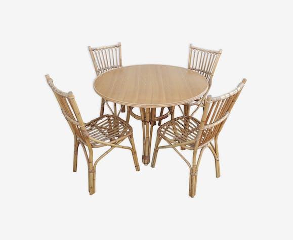 Ensemble de 4 chaises et une table à manger en rotin