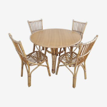 Set of 4 chairs and a dining rattan table