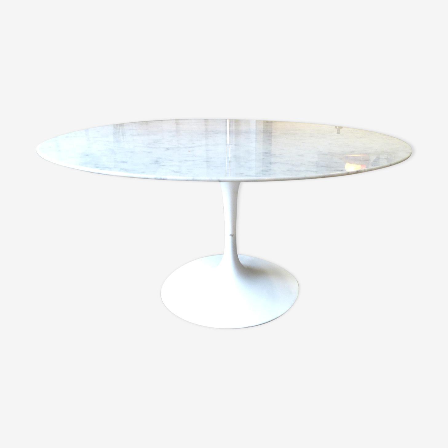 Table Knoll 137 cm de diamètre en marbre Eero Saarinen