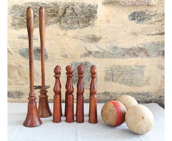 Ensemble d'un jeu de 8 quilles 2 bilboquets et 3 boules en bois anciens
