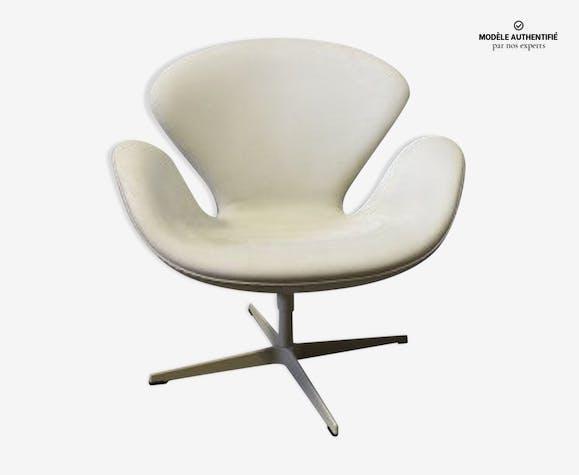 fauteuil swan arne jacobsen cuir blanc design y53f1zx. Black Bedroom Furniture Sets. Home Design Ideas