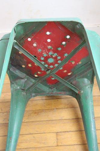 Chaise en métal marque Multpls