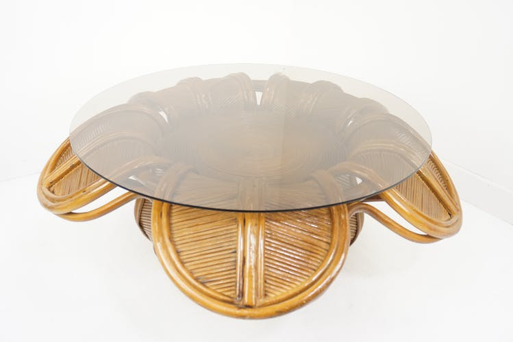 Table basse fleur design italien des années 60 en marqueterie de rotin et verre