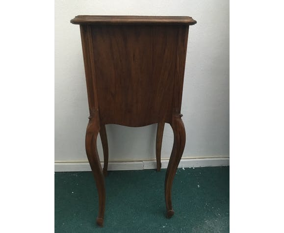 Louis Philippe beside table