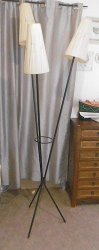 Lampadaire pied tripode en metal noir