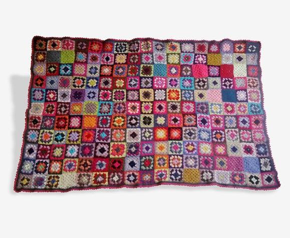 Petite couverture style granny square