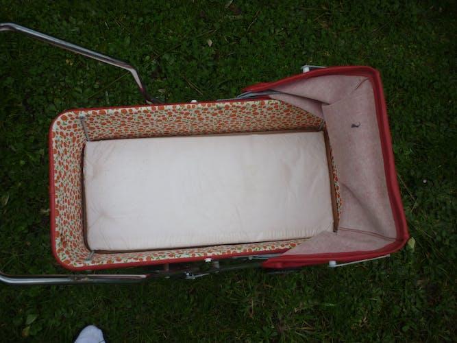 Landau stroller child years 1960-70 red