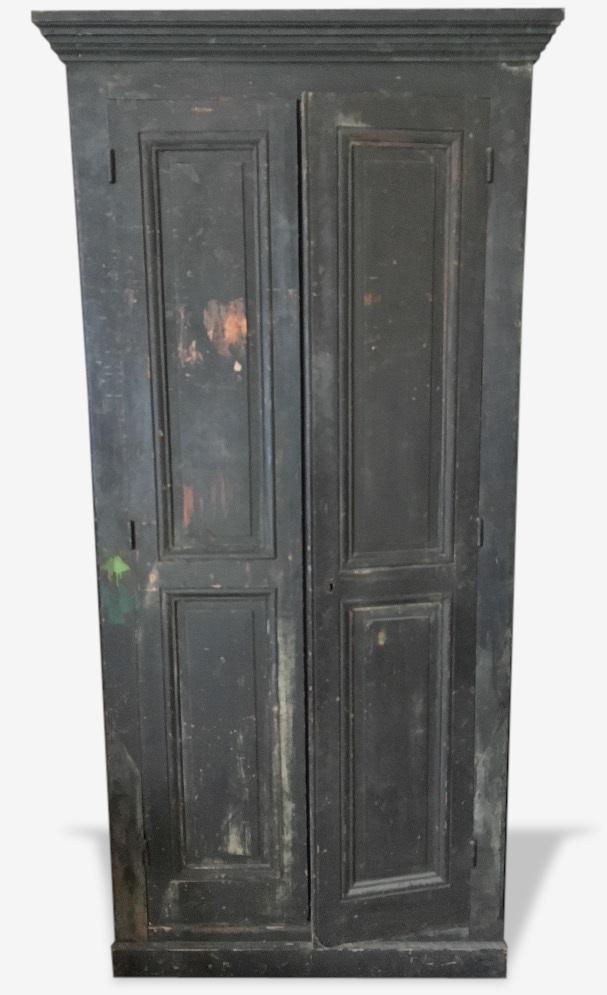 Armoire ancienne noire