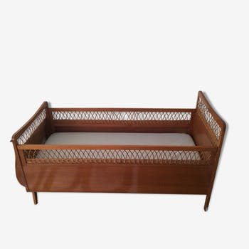 Vintage rattan foot compass baby bed
