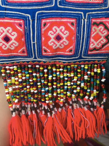 Coussin en broderie Hmong