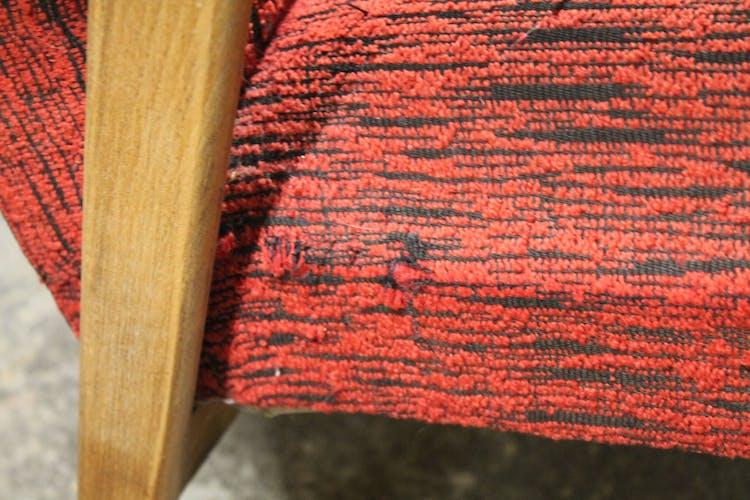 Fauteuil rouge vintage pieds compas
