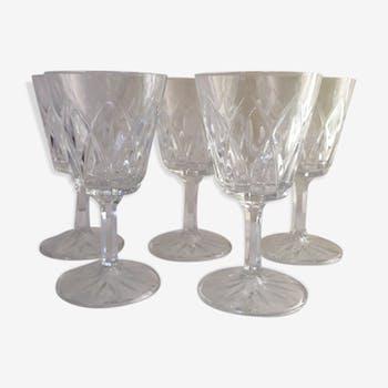 5 stemmed glasses