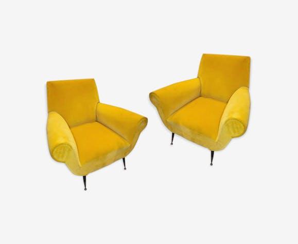 Paire de fauteuils italiens Gigi Radice en velours jaune