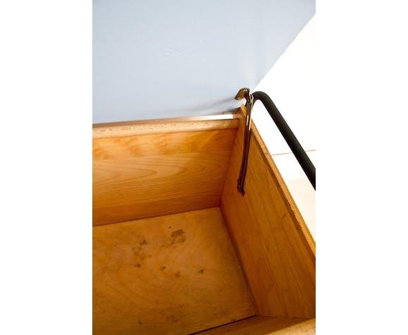 Coffre en bois et pieds compas en métal