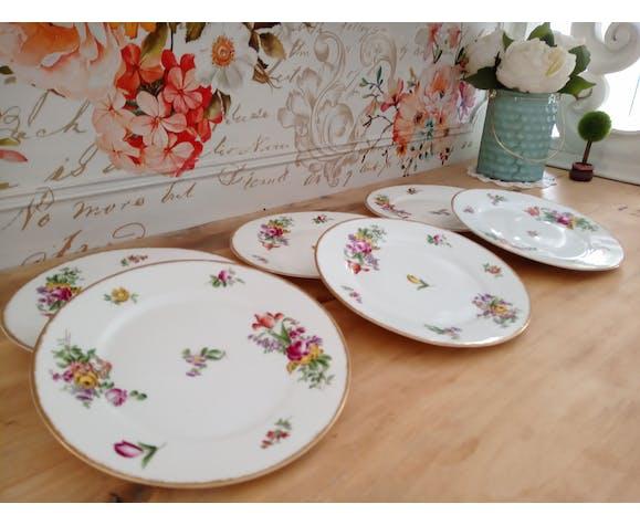 Lot de 6 assiettes à dessert à décor fleuri et liseré doré en porcelaine de Limoges