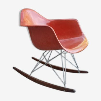 Rocking-chair par Charles et Ray Eames, édition Herman Miller