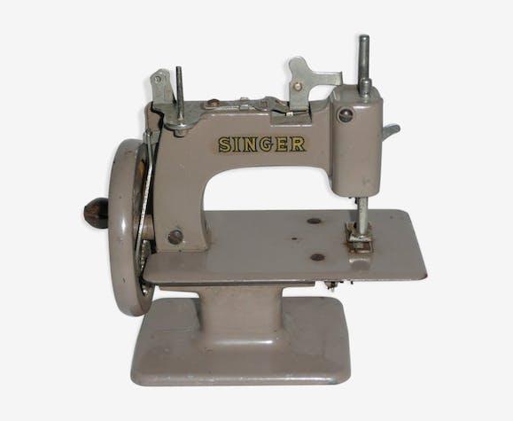 Machine à coudre jouet d'enfant 1960