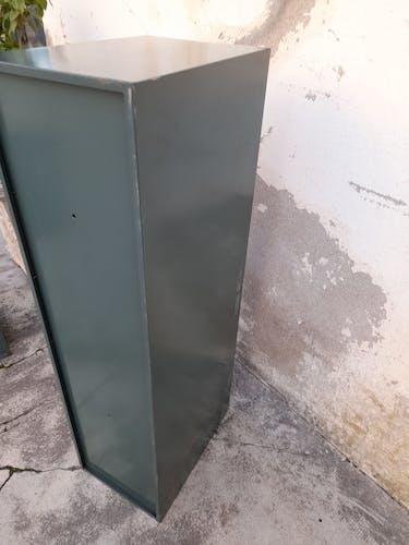 Meuble à claplets en fer ancien