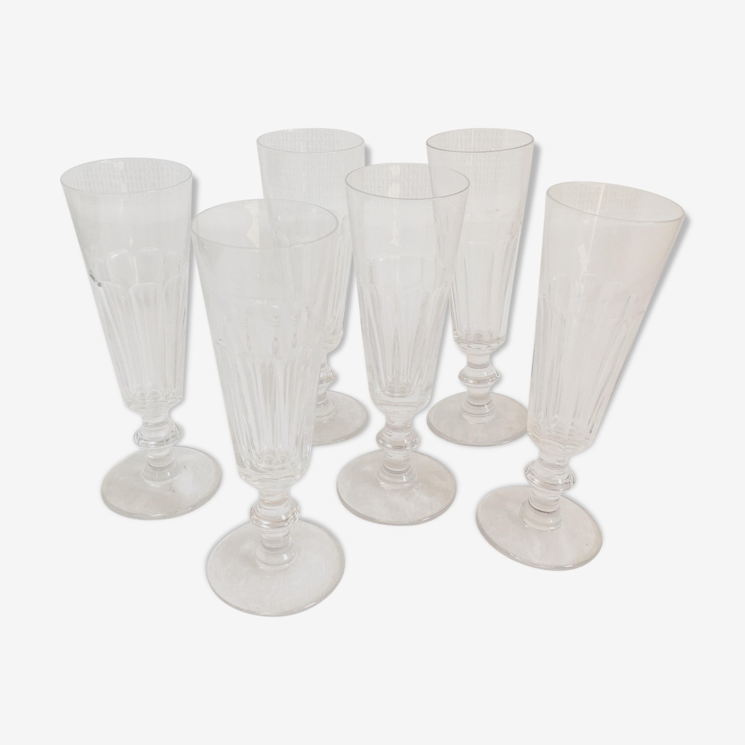 Canted crystal flutes