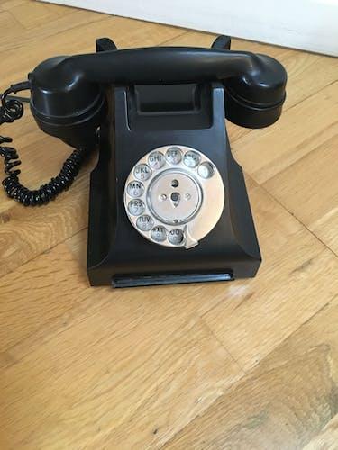 Téléphone ancien vintage noir en bakélite