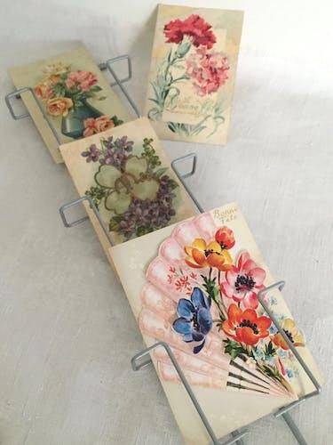 Présentoir cartes postales pour une décoration éphémère