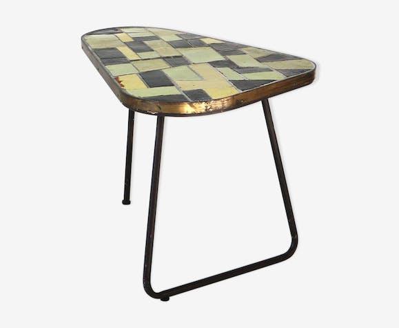 Table de jardin au milieu du siècle avec carrelage mosaïque et base ...