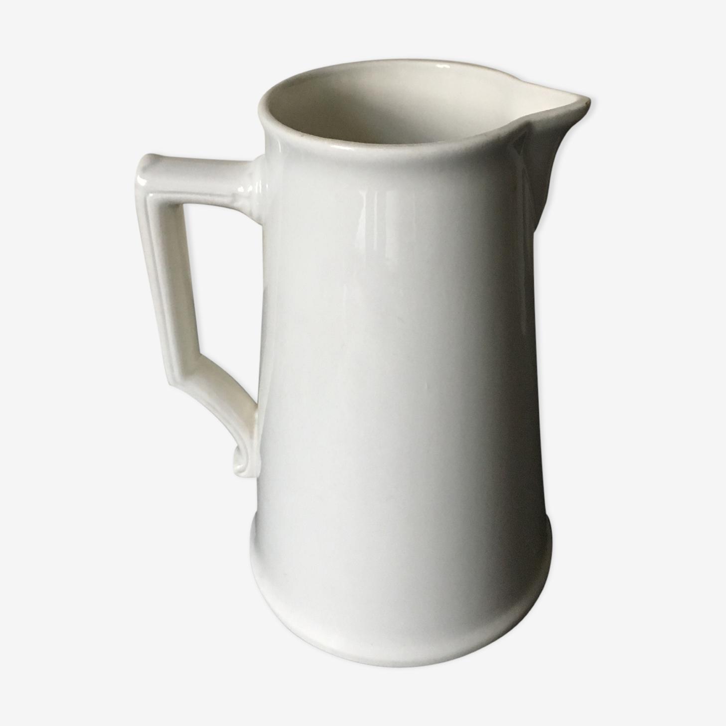 Grand broc à eau en faïence blanche XIXème