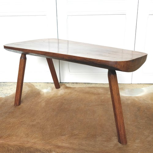 Table basse brutaliste bois pied tripode