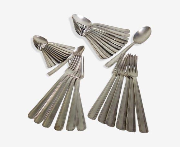 Ménagère des années 40 en métal argenté 36 pièces