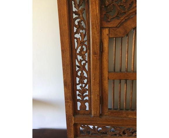 Fenêtre indienne en bois sculpté