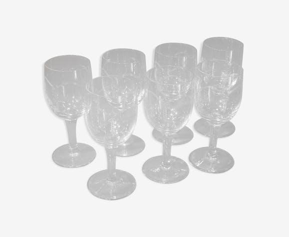 7 verres à pied en verre gravé