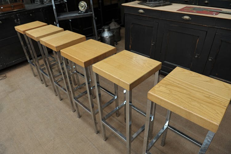 Lot de 6 anciens tabourets haut de bar 1970
