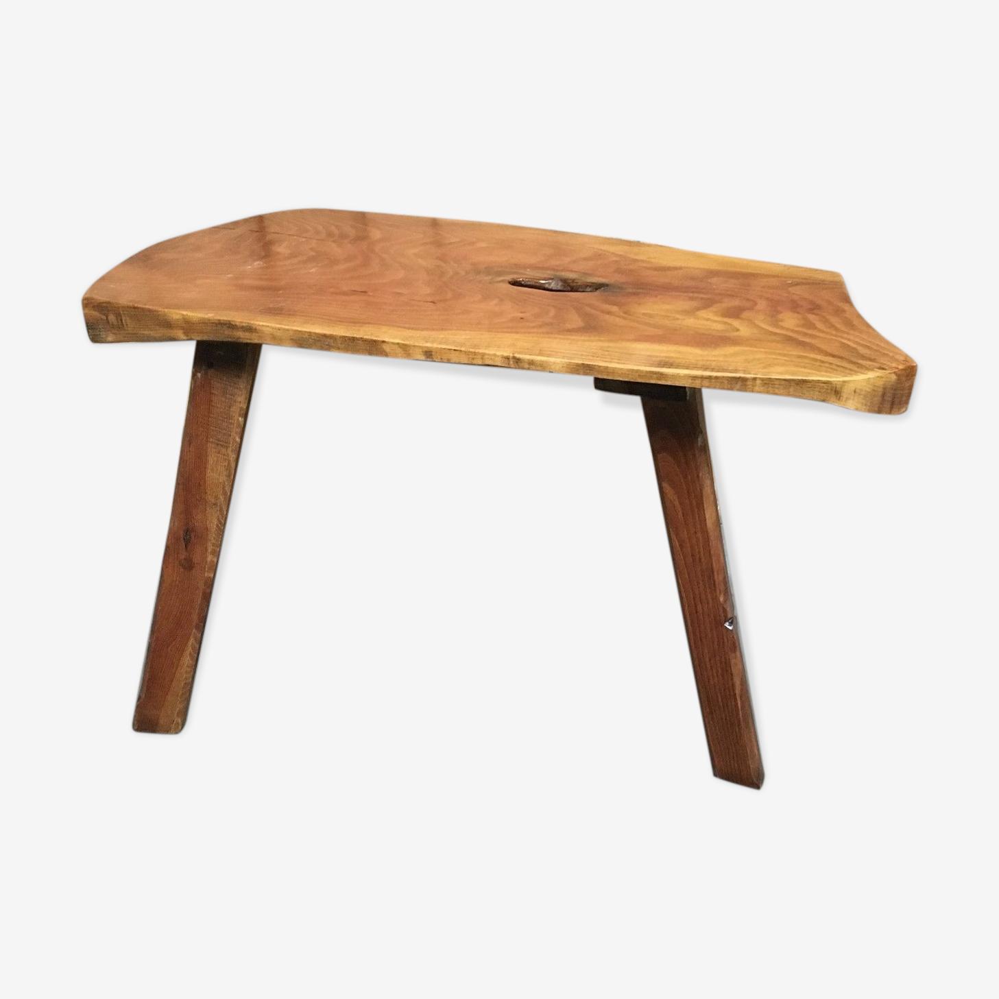 Table basse rustique à trois pieds
