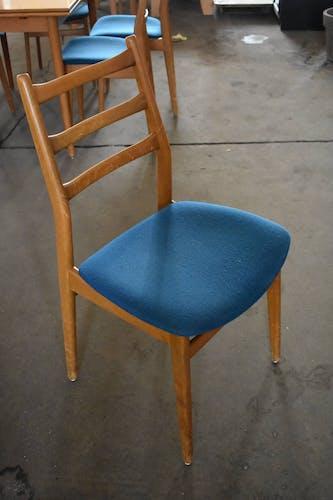Table vintage et 6 chaises dans le style scandinave