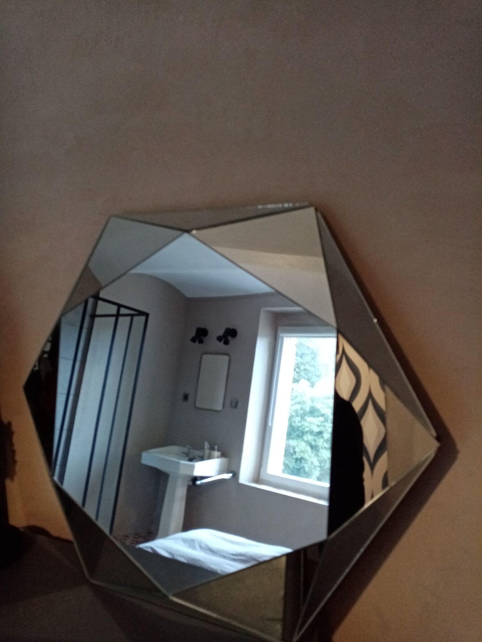 Miroirs lettre-J-contemporain
